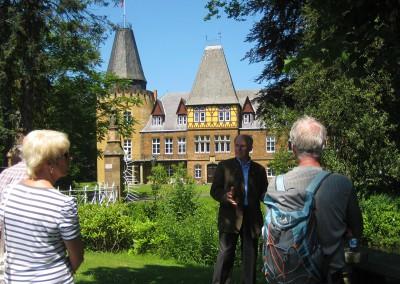 vor Schloss Hollwinkel
